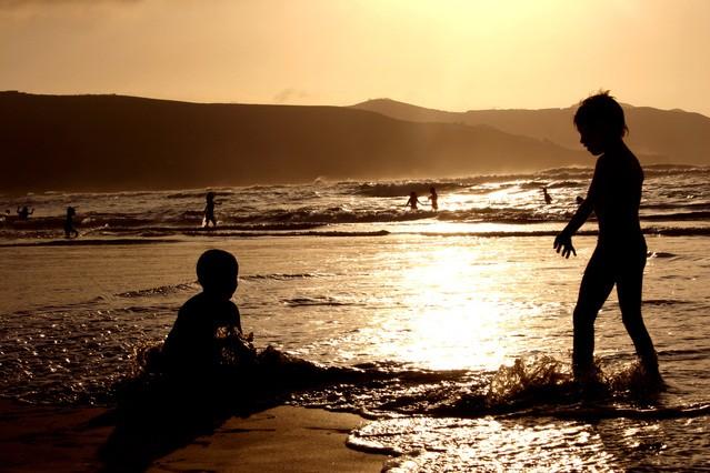 sunset-beach-3-1530351-639x426