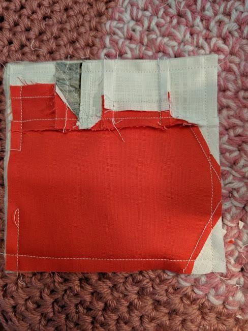 paper pieced Apple Mug Rug Perimeter stitching